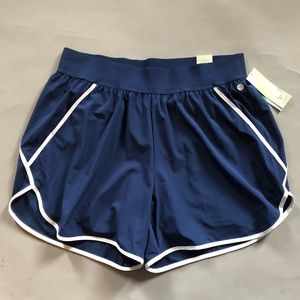 Livi Active navy & white sz 18/20 workout shorts